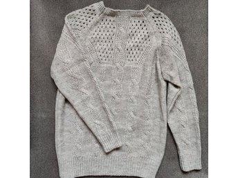 REA! Gotländsk stickad långärmad tröja grå. 70% ull.