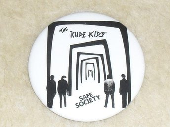 RUDE KIDS - STOR Button Badge / Pin/Knapp (Safe Society, Ebba Grön, Grisen, KSMB - Falkenberg - RUDE KIDS - STOR Button Badge / Pin/Knapp (Safe Society, Ebba Grön, Grisen, KSMB - Falkenberg