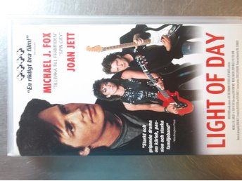 LIGHT OF DAY. JOAN JETT MICHAEL J FOX .SVENSK TEXT.VHS I GOTT SKICK.ex runaways