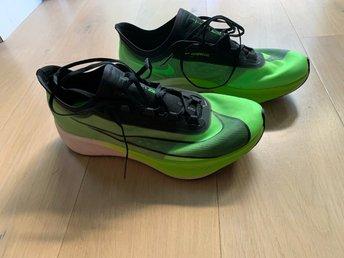 Mujer Desaparecer Tahití  Nike Zoom Fly 3 Löparskor, storlek 45.5 (414354135) ᐈ Köp på Tradera