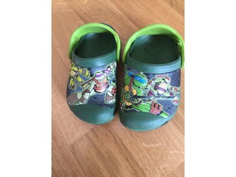 Crocs turtles 4-5 strl 20 fint skick