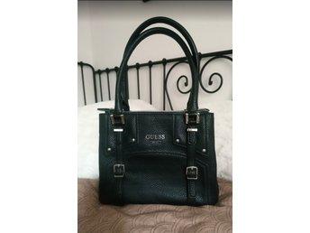 Guess svart väska i mycket fint skick (359828108) ᐈ Köp på