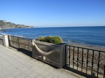 Sicilian Holiday home 20 meters from the beach of Giardini