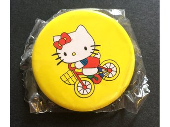 FYND!!! Stor Hello Kitty Badge, Pin Brosch 4,5 cm