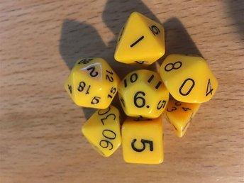 7 stycken tärningar rollspel T4, T6, T8, T10, T12, T20, T00-90. Gula - Säffle - 7 stycken tärningar rollspel T4, T6, T8, T10, T12, T20, T00-90. Gula - Säffle
