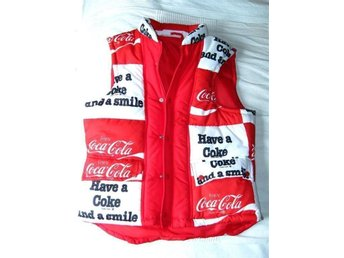 Coca-cola Coke väst täckjacksväst vinterväst reklam röd vit 70-tal retro - Filipstad - Coca-cola Coke väst täckjacksväst vinterväst reklam röd vit 70-tal retro - Filipstad