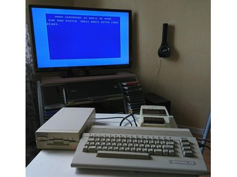 Commodore 64C med BlueChip diskdrive och Commodore bandstation