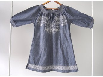 Javascript är inaktiverat. - Ziebice - Beautiful embroidered tunic in bluish-grey colorvery good conditionno label with size, please check measurementsarmpit to armpit - 49cmlength - 77cmIf you have any questions, please feel free to ask, my english is better than swedish. ;)I'm happ - Ziebice