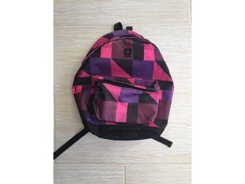 Ryggsäckar ᐈ Köp Ryggsäckar online på Tradera • 2 867 annonser 98b8d6dd02444
