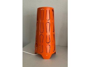 Bordslampa Kajuta i orange färg,