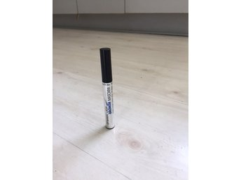 Isadora Mascara  SERUM  Dynamic Lash Grown Mascara BLACK oöppnad  INPLASTAD