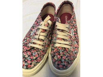 Superga 2750 bordeaux flower print sneakers