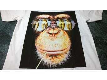 T-Shirt. Vit. Monkey on the Beach. Large