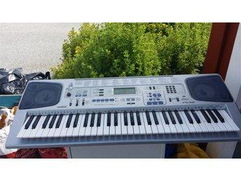 Keyboard med stativ - Köping - Keyboard med stativ - Köping