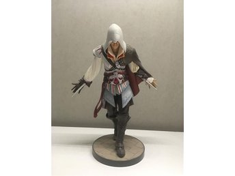 Ezio statyett från Assassin's Creed 2 White Edition