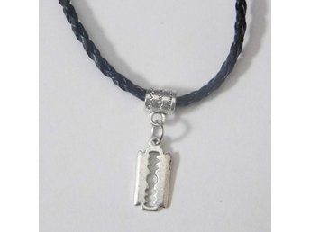 Rakblad halsband / Razor blade necklace