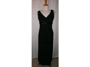 svart enkel långklänning