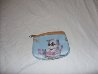 Portmonä Katt med böcker som motiv coin purse cats with books