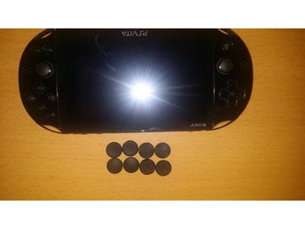 Playstation Vita Slim + laddare + Zedlabz stick grips (PS)