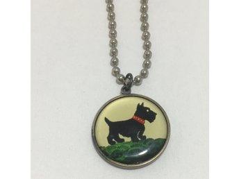Halsband med hund berlock cirka 3cm diameter. Med kulkedja. Pudel på  baksidan 8ccc14bdc4edb