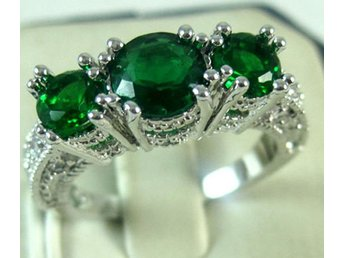 925 Silver Emerald 3 Stone Ring Size 18