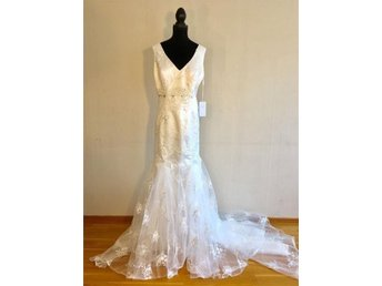 DRESS FIRST, Brudklänning / Bröllopsklänning med släp, Storlek 36, Ny!!! - Hässelby - DRESS FIRST, Brudklänning / Bröllopsklänning med släp, Storlek 36, Ny!!! - Hässelby