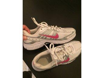 Nike skor stl 39 endast anv?nda inomhus