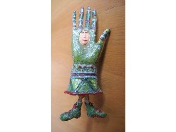 Krinkles PinBrosch, Smaragdgrön Fashion Handske, H 6,5 cm av P Brewster