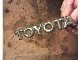 Toyota Camry, 1985, emblem Toyota - Tallåsen - Toyota Camry, 1985, emblem Toyota - Tallåsen