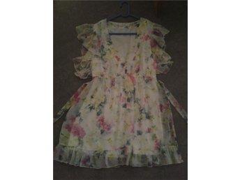 Blommig klänning från Oneness Storlek Small - östersund - Blommig klänning från Oneness Storlek Small - östersund