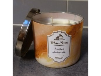 """Burboun Butterscotch"" treveks doftljus (Bath and body works)."