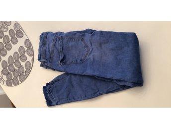Ljusa jeansleggings strl 28 32 (332979307) ᐈ Köp på Tradera 2ef587630d1da