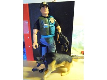 Hasbro Action Man Crimebuster and raid action figure + dog with realistic sound