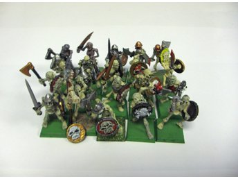 Warhammer Fantasy Vampire Counts 20 st Skeleton with Hand Weapon and Shield
