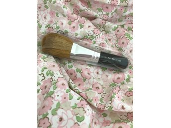 Bare minerals - flawless application face brush