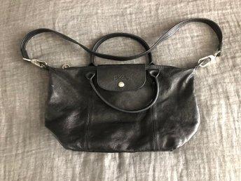 Mindre Longchamp väska i mjukt svart skinn