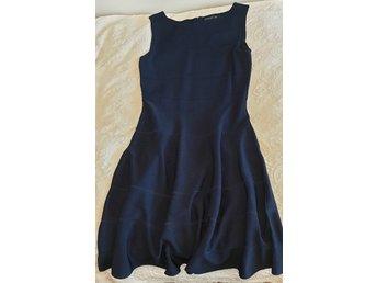 Blå klänning STOCKH LM (MQ) str M men är som L.. (405664461