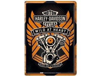 "Harley Davidson Plåtskylt ""Wild at heart"" - Växjö - Harley Davidson Plåtskylt ""Wild at heart"" - Växjö"