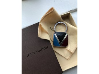 Louis Vuitton V keyring