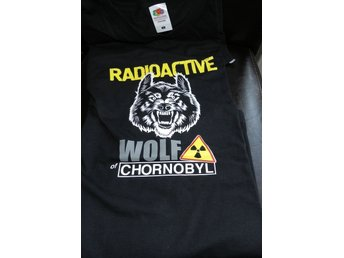 T-shirt med självlysande text RADIOACTIVE WOLF of CHORNOBYL