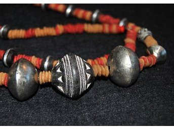 "Beads from Mali, clay ""silver ebony and myhr 84 cm"