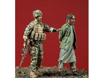 Airborne Miniatures US Special Forces with captured Taliban 1/35