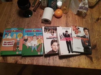 dvd-boxar Säsong 1,2 av King of the hill och 1,2,3 av arrested development dvd