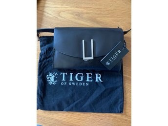 clutch väska tiger of sweden
