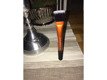 Real Techniques Square Foundation Brush