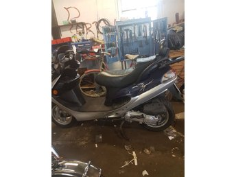 Kymco spacer moped