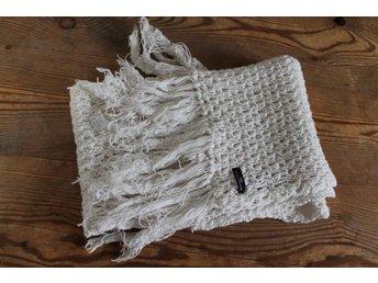 Väldigt fin halsduk   sjal spets vit (332291700) ᐈ Köp på Tradera ee69587314d51