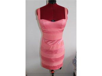 Bandage klänning från Gina Tricot i storlek 36 korall. - Torekov - Bandage klänning från Gina Tricot i storlek 36 korall. - Torekov