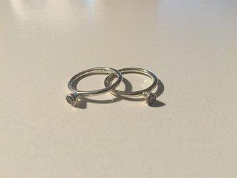 """Ring """"SPINNING RING"""" silver med vita stenar, innermått 16mm - Lidköping - Ring """"SPINNING RING"""" silver med vita stenar, innermått 16mm - Lidköping"""