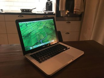 "Macbook 13"" - 4GB RAM"